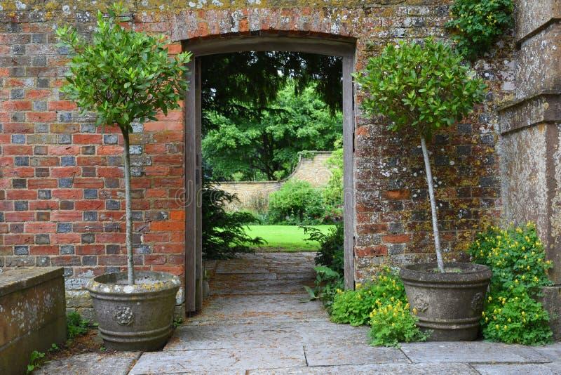 在墙壁, Tintinhull庭院,萨默塞特,英国,英国的门户 免版税库存照片