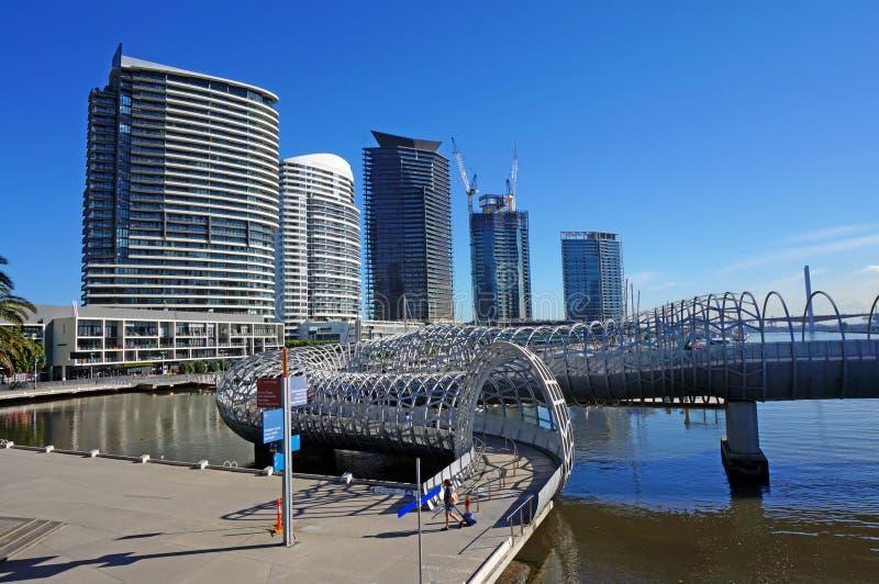 在墨尔本港区的韦布桥梁 免版税库存图片