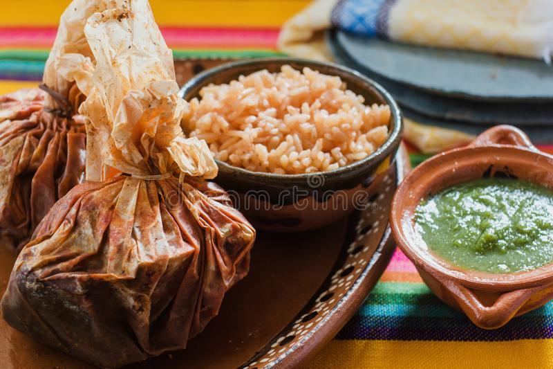 在墨西哥、墨西哥的牛肉或者辣羊羔的套的Mixiotes食物 免版税图库摄影