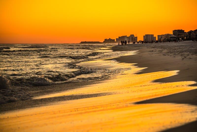 在墨西哥湾的橙色日落destin的fl 免版税库存图片