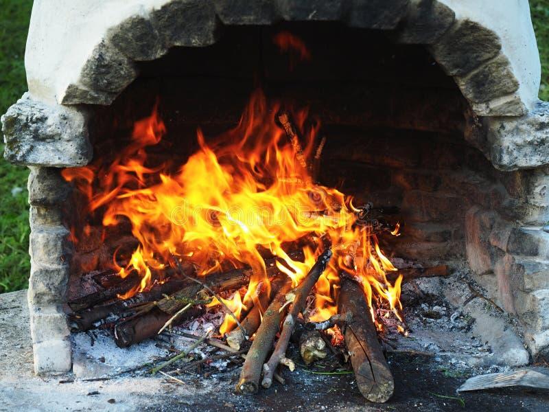 在壁炉的火 免版税库存照片