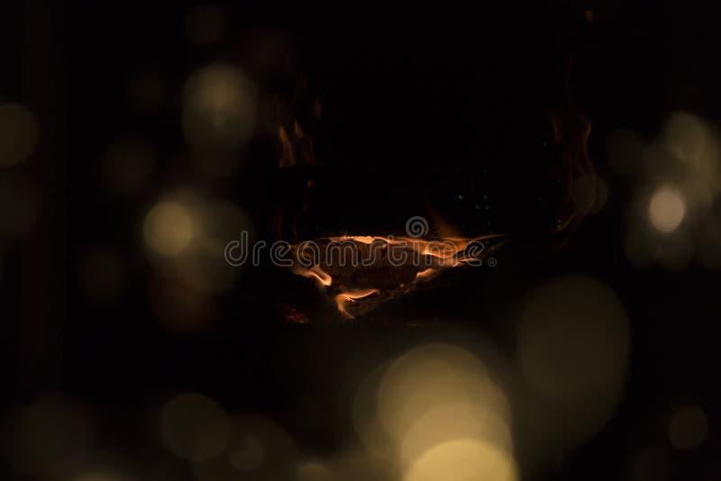 在壁炉的火 温暖的房子 库存照片