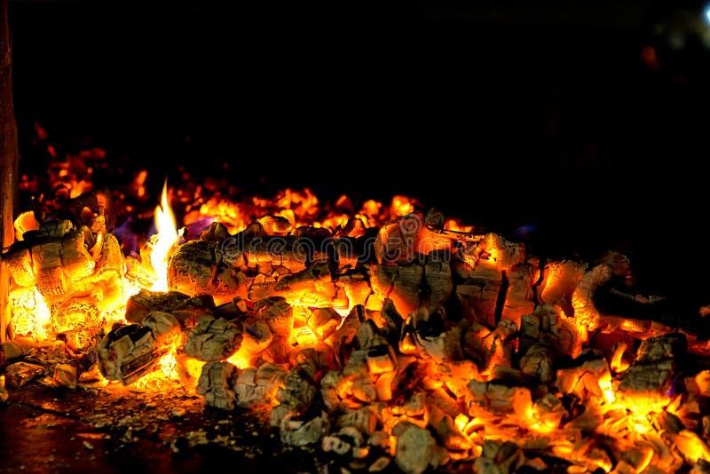 在壁炉的火 库存照片