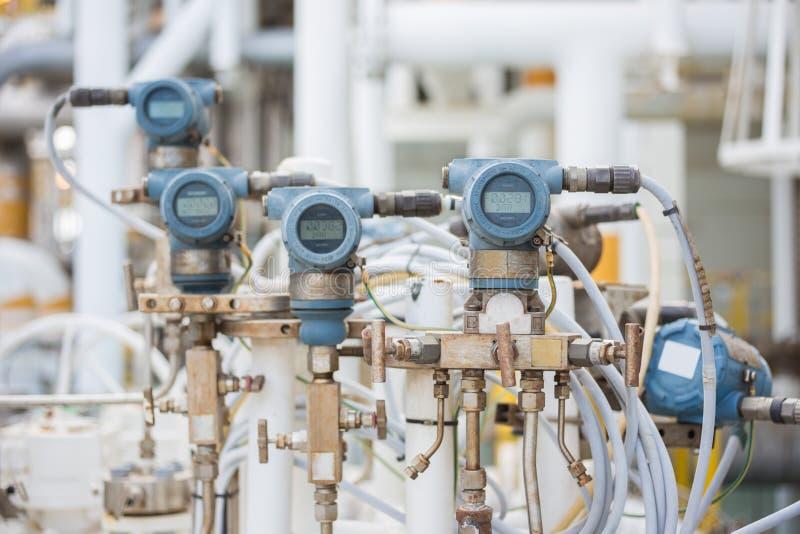 在处理平台的油和煤气的压力传送器 免版税库存图片