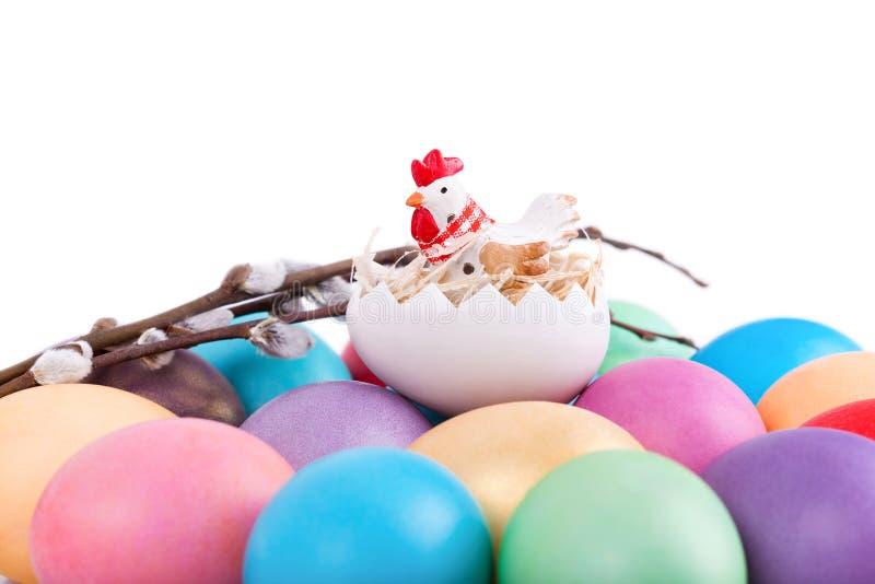 在复活节彩蛋的鸡玩具 免版税库存图片