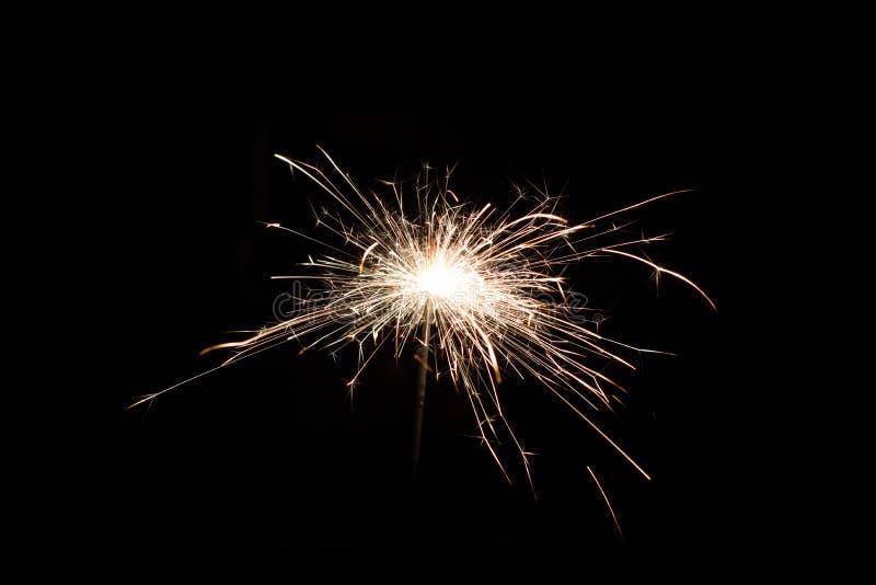 在夏夜节日晚会的闪烁发光物蜡烛 图库摄影