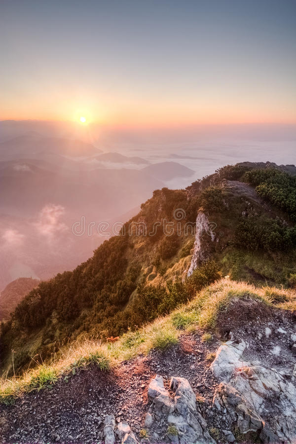 在夏天山土坎-斯洛伐克的日出 库存图片