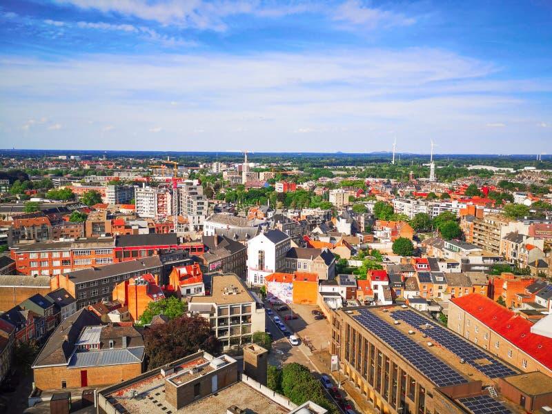 在夏天期间,在哈瑟尔特,比利时的市中心和东边的全景 免版税图库摄影
