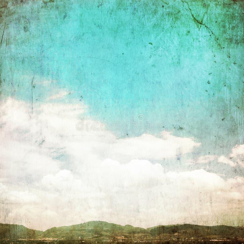 在夏天蓝天-葡萄酒的云彩 免版税库存图片