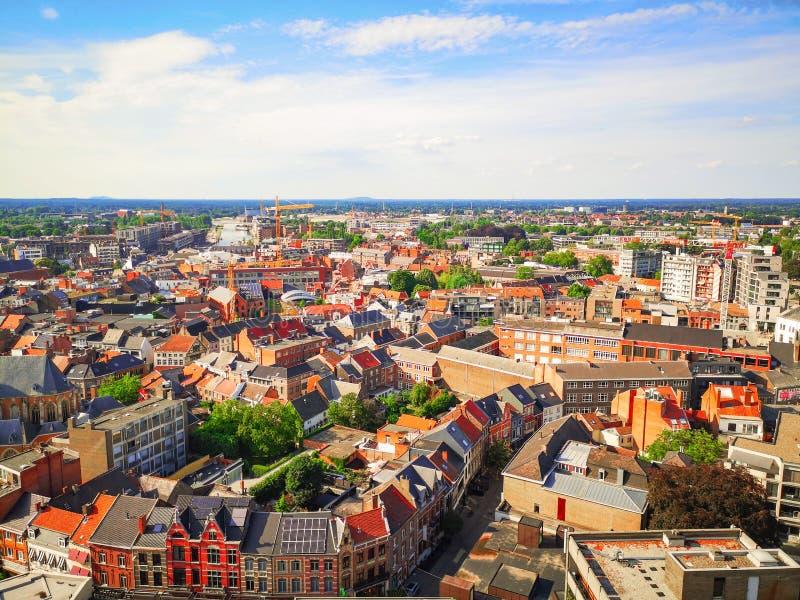 在夏天,林堡省,比利时期间,哈瑟尔特市中心鸟瞰图 免版税库存照片