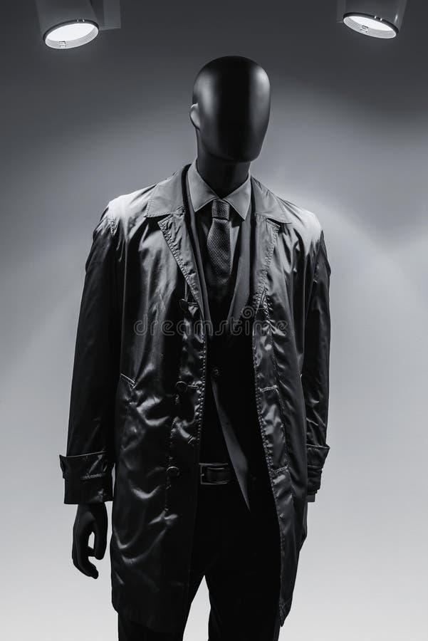 在外套的时尚时装模特 图库摄影