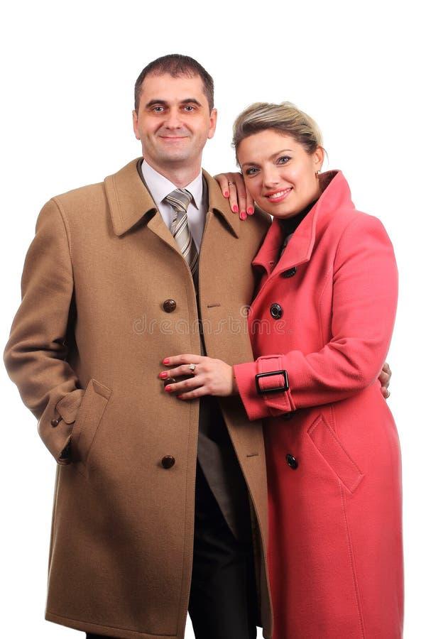 在外套穿戴的愉快的夫妇 免版税库存照片