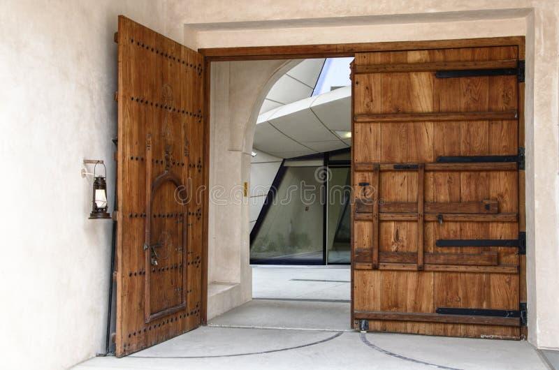在多哈现代美术美术馆的门 免版税库存图片