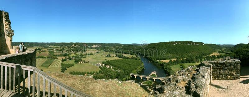 在多尔多涅省河的谷的全景 免版税库存图片
