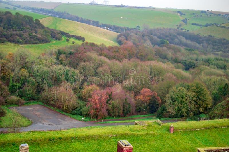 在多弗和宽被传播的草土地平原的绿色风景  库存图片