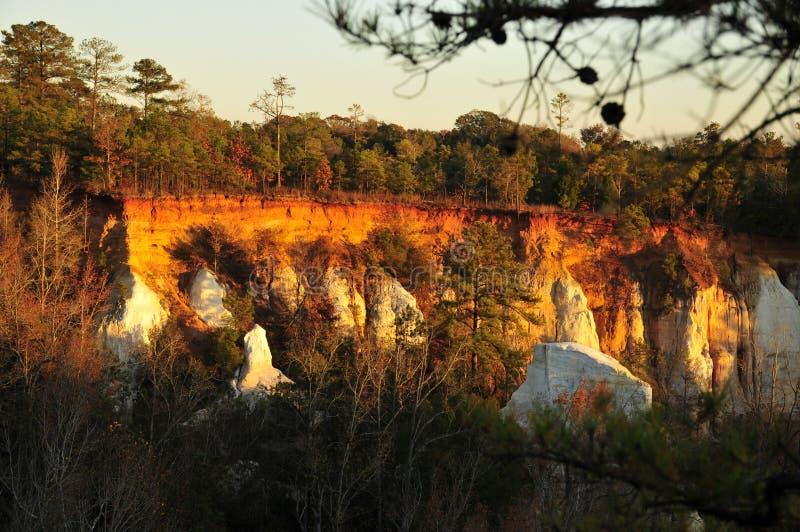 在多彩多姿的岩石的日落 库存照片