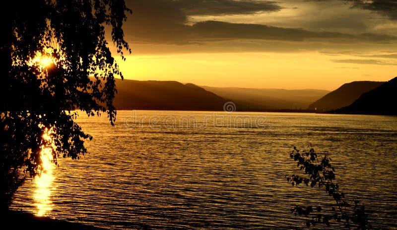 在多瑙河上的日落 免版税库存照片