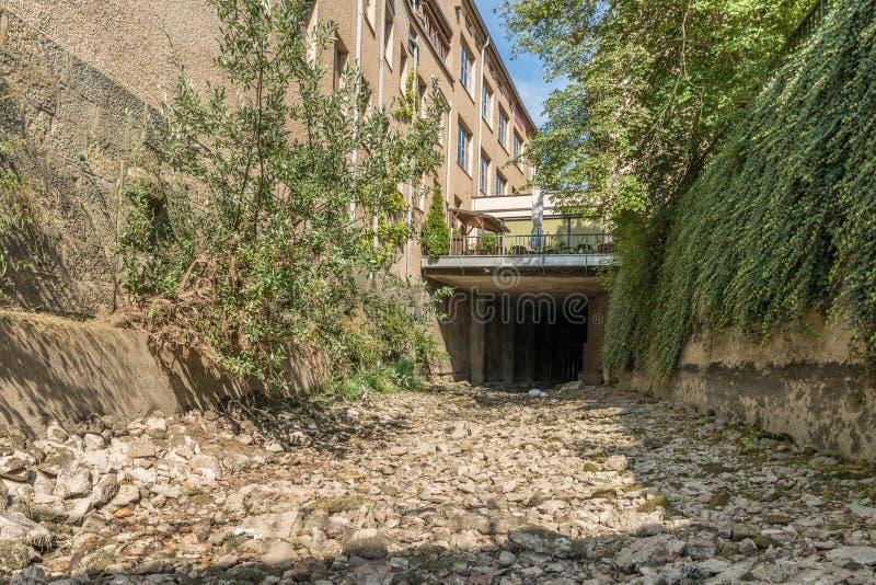 在多瑙河的干燥水道在雷根斯堡,德国 库存照片