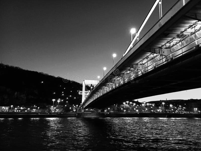 在多瑙河的桥梁在布达佩斯 图库摄影