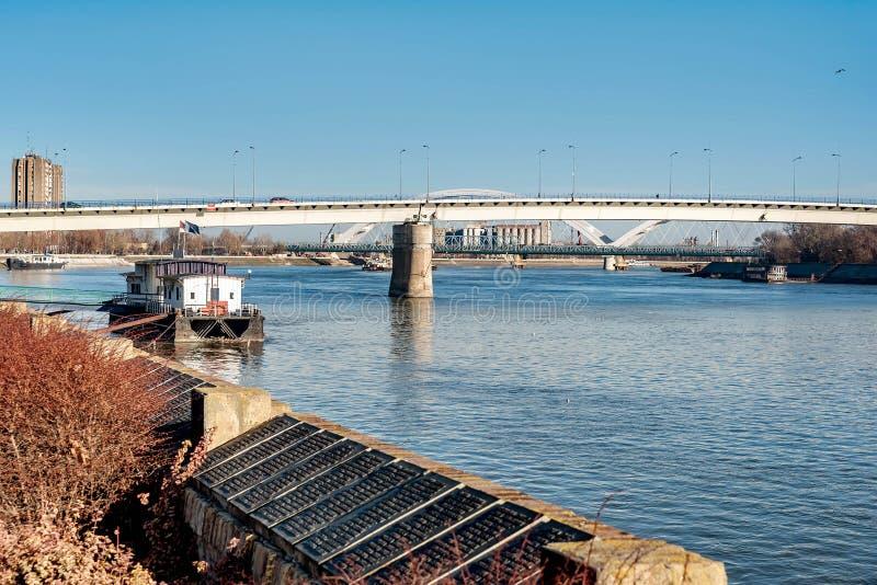 在多瑙河的桥梁在诺维萨德,塞尔维亚 免版税库存照片
