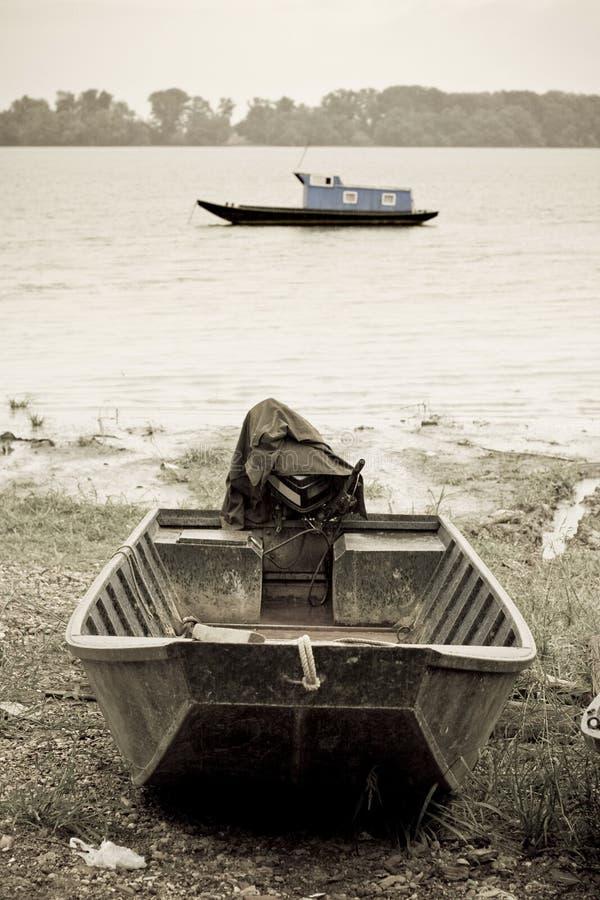 在多瑙河的渔船 库存照片