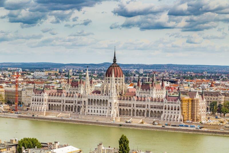 Download 在多瑙河的议会在布达佩斯 库存图片. 图片 包括有 议会, 都市风景, 镇痛药, 全景, 发芽的, 匈牙利 - 62526179