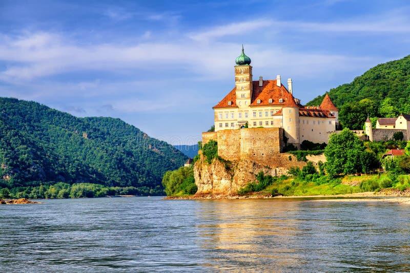 在多瑙河,奥地利的老城堡 免版税库存照片