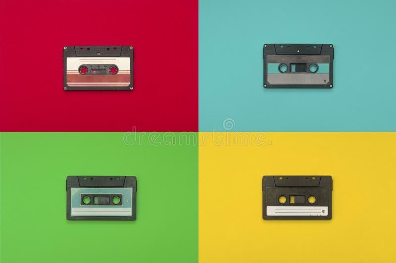 在多颜色背景的卡型盒式录音机磁带 免版税库存照片
