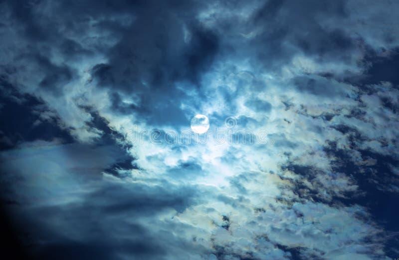 在夜空的满月 免版税库存照片