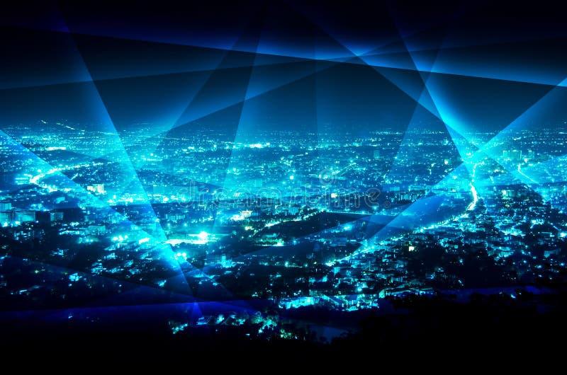 在夜蓝色城市背景的抽象线连接 免版税库存图片