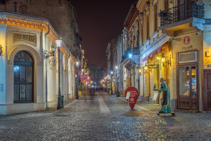 在夜间期间,布加勒斯特的美丽的被点燃的街道街市 免版税库存照片