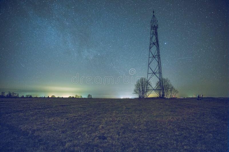 在夜间的银河 免版税库存照片