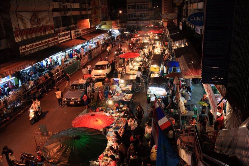 在夜间的Waroros市场清迈 库存照片