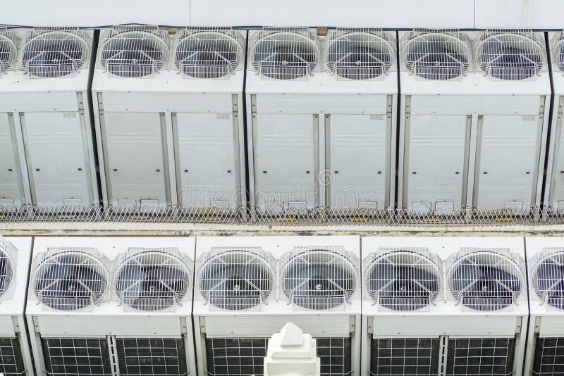在大厦之外的空调系统 免版税库存图片