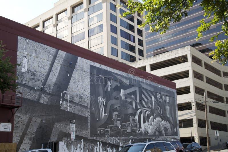 Download 在大厦墙壁上的街道画 编辑类照片. 图片 包括有 街道, 五颜六色, 的treadled, 停车, 图画 - 72367276