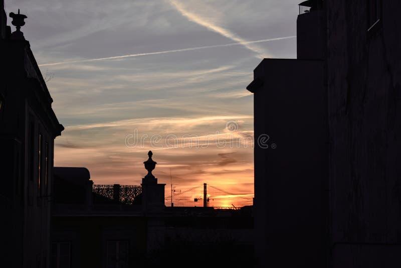 在大厦的日落在里斯本 免版税库存图片