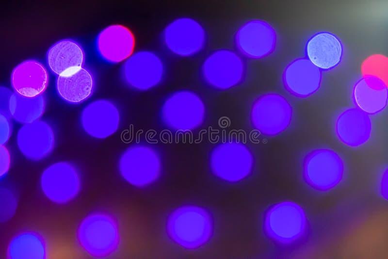 在大厦的模糊的紫色光 图库摄影