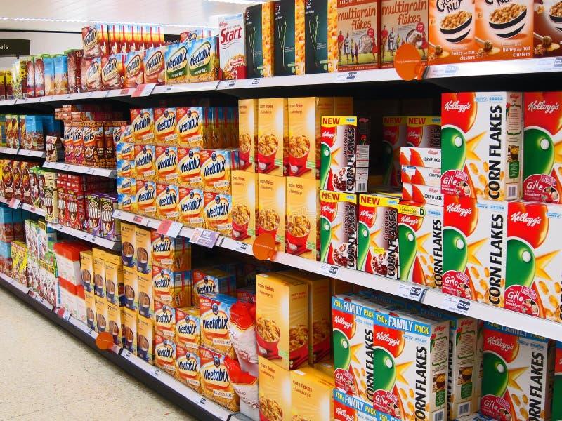 在大型商场的早餐谷物。 免版税库存图片