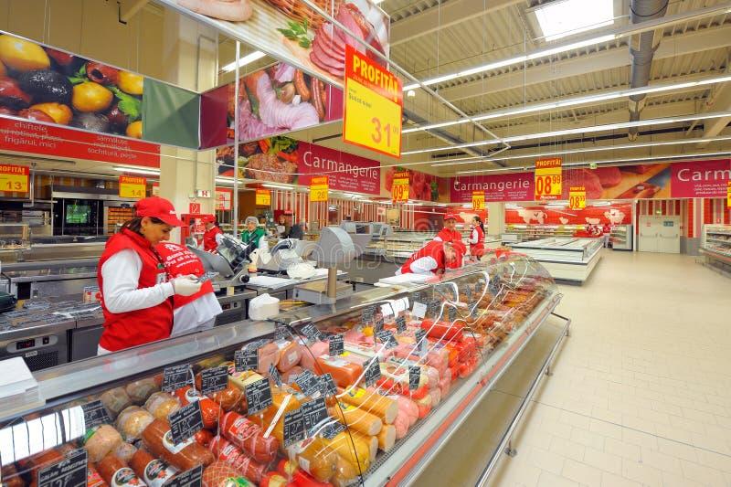 在大型超级市场欧尚盛大开幕式的照片 库存照片