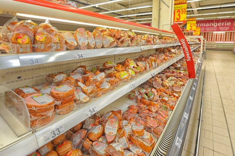 在大型超级市场欧尚盛大开幕式的照片 库存图片