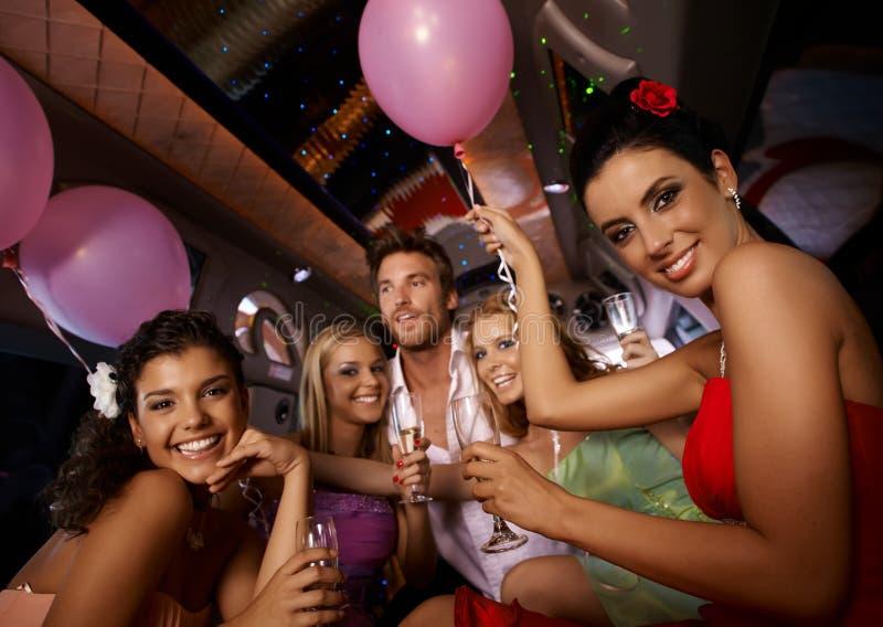 在大型高级轿车的妇女的聚会 免版税库存照片