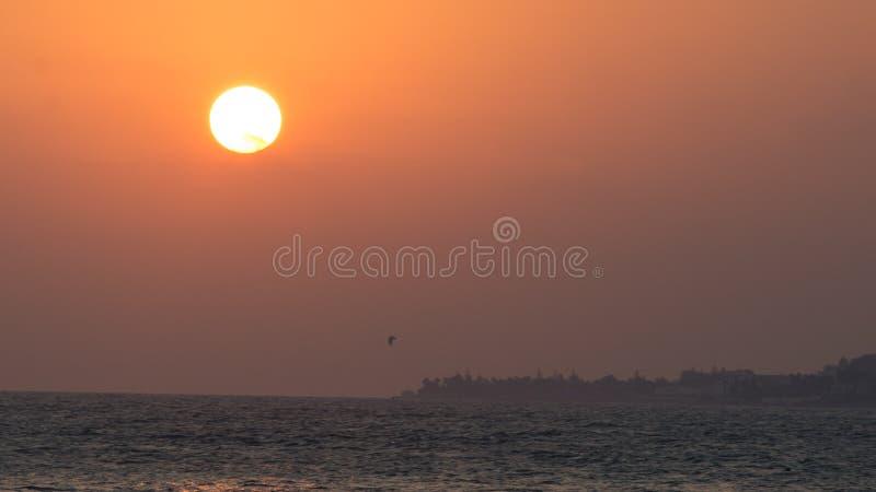 在大太阳下的风筝海浪在马尔韦利亚 免版税库存图片