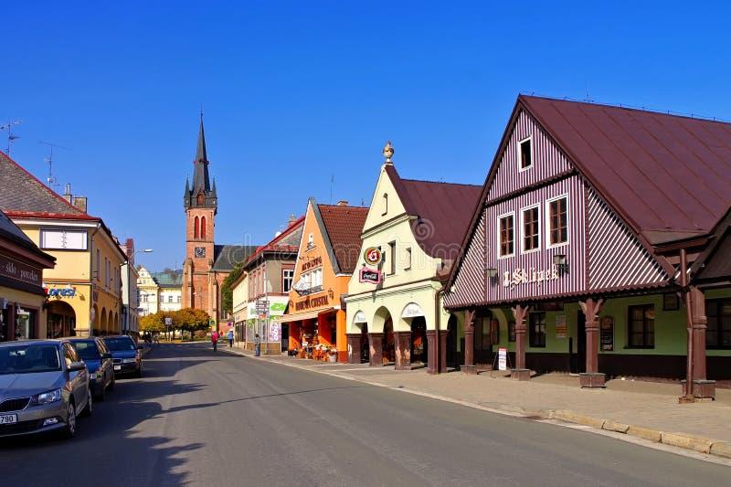 在大山的Vrchlabi大街 免版税库存照片