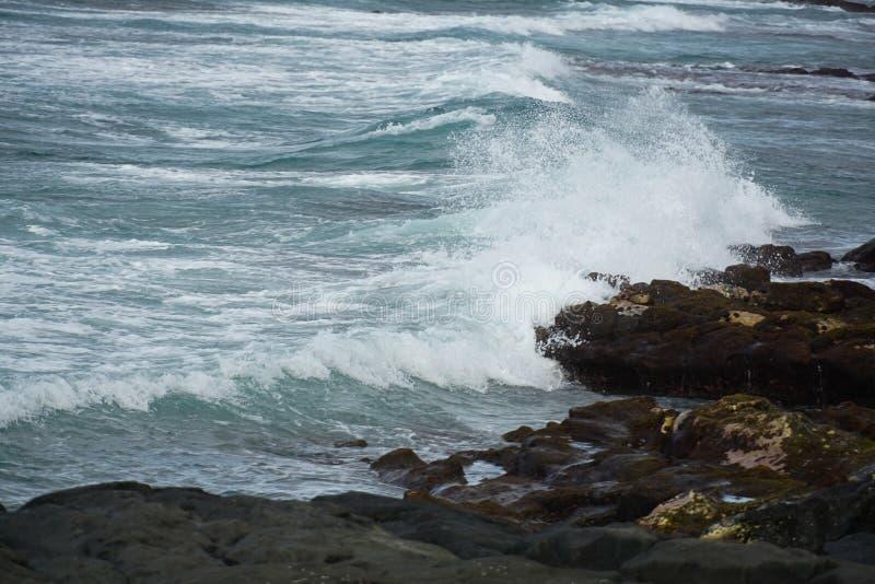 在大岛的黑沙滩,夏威夷 免版税库存图片