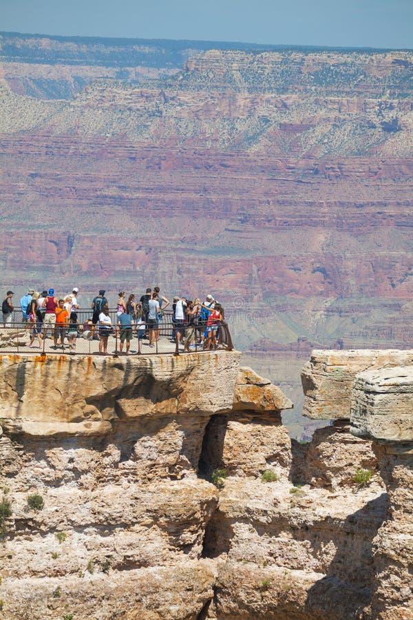 在大峡谷国家公园的拥挤观点 库存照片