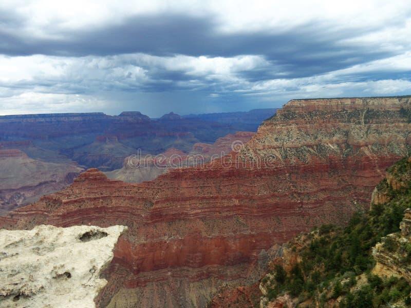 在大峡谷国家公园,美国亚利桑那的黑暗的云彩 免版税库存图片