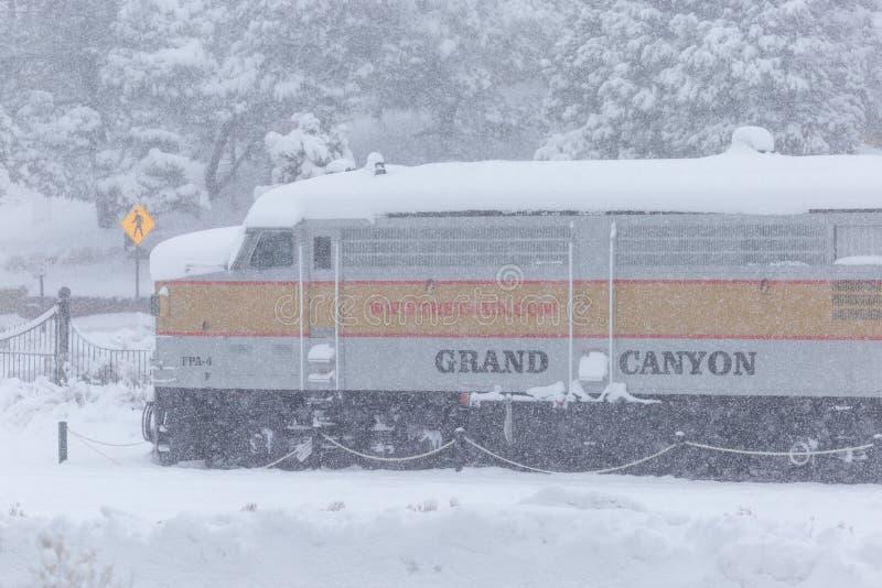 在大峡谷铁路火车站的雪秋天 免版税库存图片