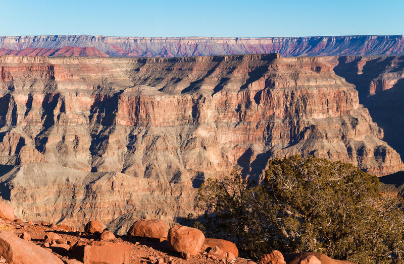 在大峡谷,西部外缘的红色岩石 免版税库存照片