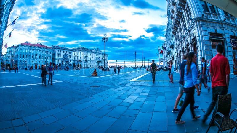在大广场的看法在的里雅斯特 免版税库存图片