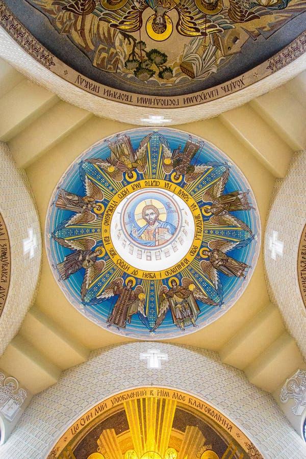 在大教堂圆顶的金黄马赛克 免版税库存图片